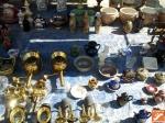 Cerámicas y objetos de segunda mano en mercaillo artesanal de Níjar