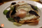 Huevos con patatas y jamón de pato