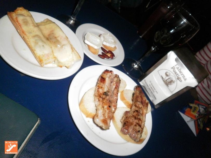 Fundido de queso y costillas, en Taberna el Postigo - Almería