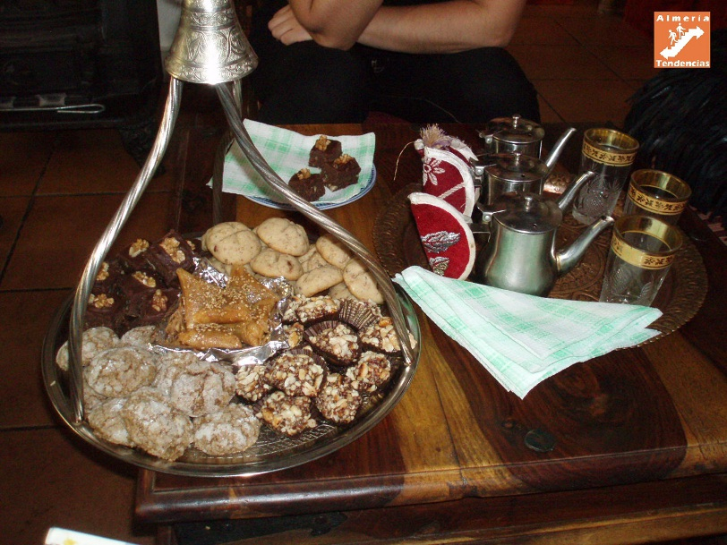 Surtido de pasteles árabes en tetería Almedina, Almería