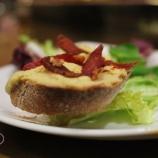 Humus con crujiente de jamón en bar El Cachivache
