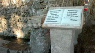 Fuente agua termal en Sierra Alhamilla