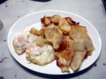 Huevos con patatas fritas en Sierra Alhamilla