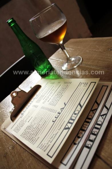 Carta y birra en Macla