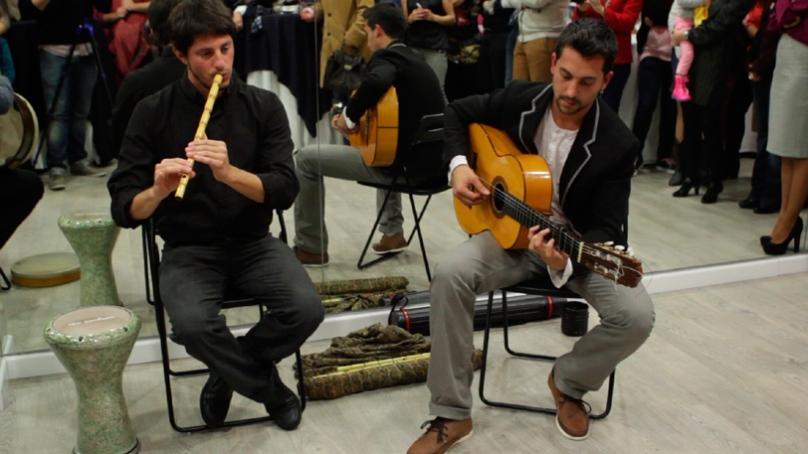 música en directo en inauguració escuela Cristina Samaniego