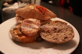 Hamburguesa de ave y tapa de lomo en Garden arte y cocina