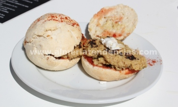 Hamburguesa macerada en mostaza en Garden arte y cocina