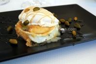 Queso de cabra plancha con helado de foie y miel, en La Soleá Almerimar