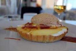 Tosta templada con crema de queso, manzana reineta y helado de miel en La Soleá Almerimar