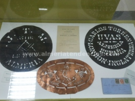 Sellos barriles uva en Museo Terque