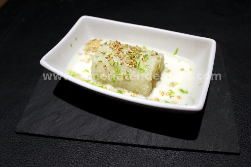 Falso sushi de arroz glutinoso relleno de mango, salsa de coco y lima - iván abril - bacus