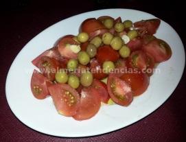 Plato de tomate al centro en Casa Joserra
