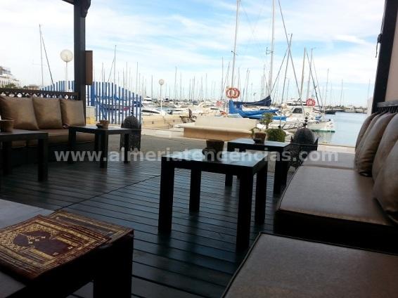 Terraza Tetería Samsara vistas puerto Aguadulce -