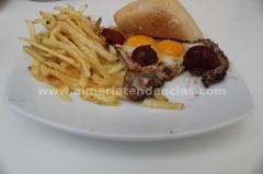 Huevos de codorniz con chorizo en Azul Cereza