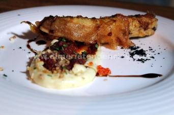 Bocadito de gallo pedro con ajo blanco - Restaurante Catedral