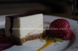 Tarta de queso con helado de frambuesas - Restaurante Catedral