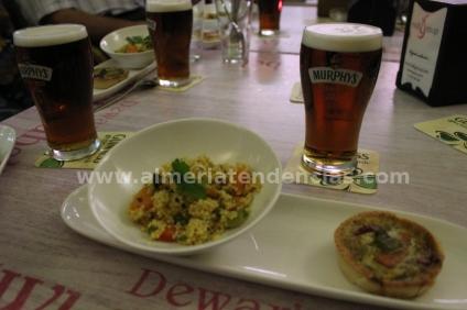 cerveza Murphy's Red con tabule y tataleta vegetal con roquefort