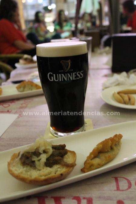 Guinness con ternera con col caramelizada, y empanadillas de chile con carne