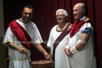 Romanos fingiendo que cocinan